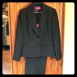 Beautiful NEW Nine & Co. Black pantsuit, size 12